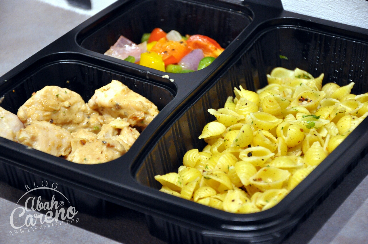 Healthy 04 - Shell Pasta With Black Olives, Peanut Butter Chicken & Tricolor Capsicum (RM17.50)
