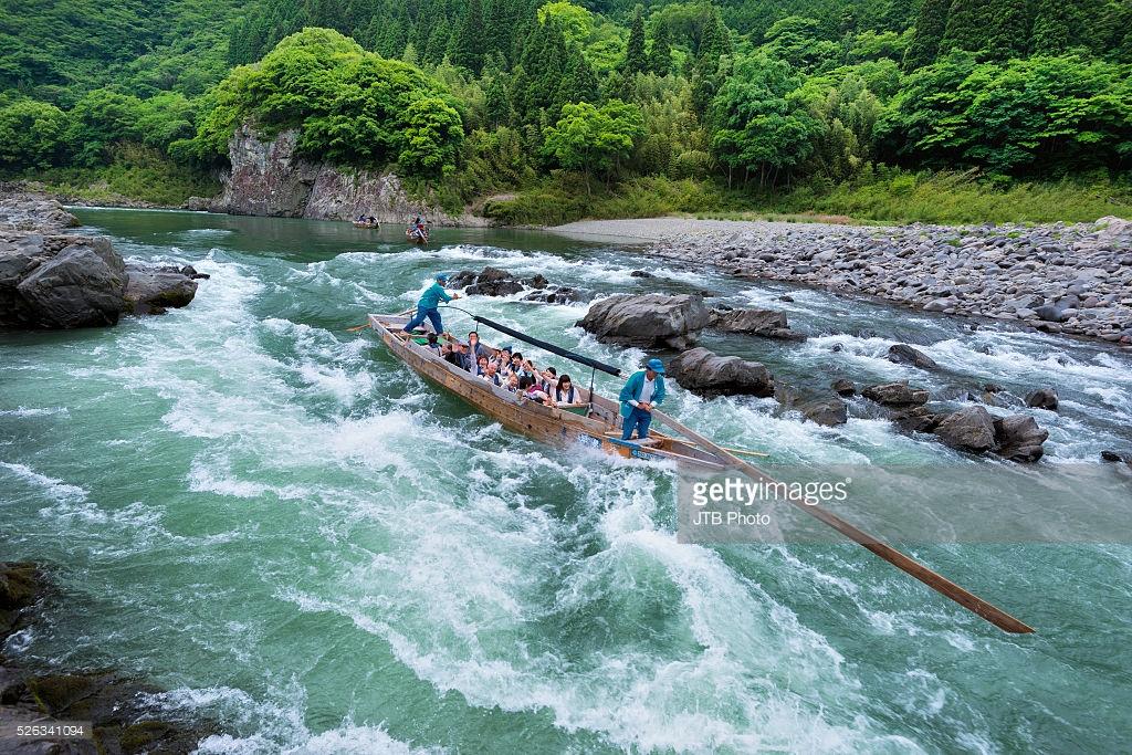 Pengalaman melalui Kuma River dengan bot tempatan.